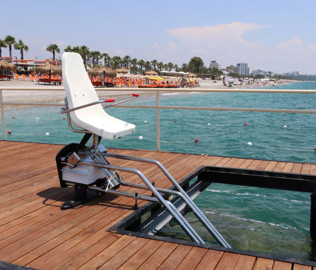 Antalya Konyaaltı Plajı Koltuk Tipi Havuz Asansörü